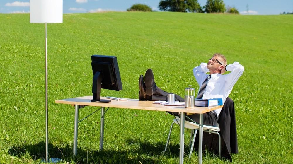 TYöpöytä ruoholla / rentoutuminen